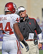 MANHATTAN, KS - OCTOBER 25:  Defensive Coordinator Brent Venables, right, of the Oklahoma Sooners has a talk with defensive end Jeremy Beal #44 during the first half against the Kansas State Wildcats on October 25, 2008 at Bill Snyder Family Stadium in Manhattan, Kansas.  The Oklahoma Sooners won 58-35.