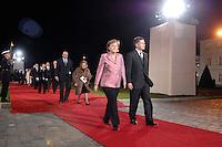 """24 MAR 2007, BERLIN/GERMANY:<br /> Jacques Chirac, Praesident Frankreich, Bernadette Chirac, seine Ehefrau, Angela Merkel, CDU, Bundeskanzlerin, und Joachim Sauer, Ehemann von A. Merkel, gehen an einer Formation von Soldaten des Wachbataillons der Bundeswehr mit Fackeln vorbei zu einem Abendessen auf Einladung des Bundespraesidenten, im Rahmen des Treffens der Staats- und Regierungschefs der Europaeischen Union  anl. des 50. Jahrestages der """"Roemischen Vertraege"""" <br /> IMAGE: 20070324-03-026<br /> KEYWORDS: Ehepartner"""