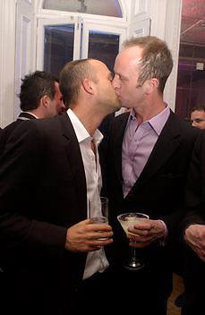 Max Wigram and Johnny Shand Kydd, Vogue party to celebrate a special issue. Il Bottaccio, Grosvenor Place. 10 April 2003. © Copyright Photograph by Dafydd Jones 66 Stockwell Park Rd. London SW9 0DA Tel 020 7733 0108 www.dafjones.com