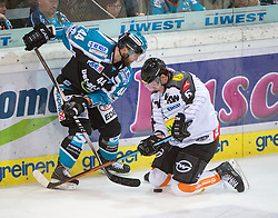 09.10.2015, Keine Sorgen Eisarena, Linz, AUT, EBEL, EHC Liwest Black Wings Linz vs Dornbirner Eishockey Club, 9. Runde, im Bild Olivier Latendresse (EHC Liwest Black Wings Linz) und Jonathan D Aversa (Dornbirner Eishockey Club) // during the Erste Bank Icehockey League 9th round match between EHC Liwest Black Wings Linz and Dornbirner Eishockey Club at the Keine Sorgen Icearena, Linz, Austria on 2015/10/09. EXPA Pictures © 2015, PhotoCredit: EXPA/ Reinhard Eisenbauer