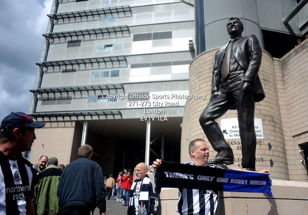 06/05/2012 - Barclays Premier League Football - 2011-2012 - Newcastle United v Manchester City - The Sir Bobby Robson statue outside the ground. - Photo: Charlie Crowhurst / Offside.