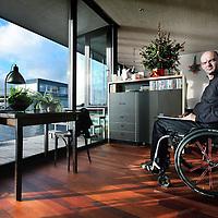 Nederland, Haarlem , 30 december 2011..Ed Bijman, architect van het bureau Heren5 liep anderhalf jaar geleden een dwarslaesie op tijdens een bedrijfsfeestje in Amsterdam Noord...Foto:Jean-Pierre Jans