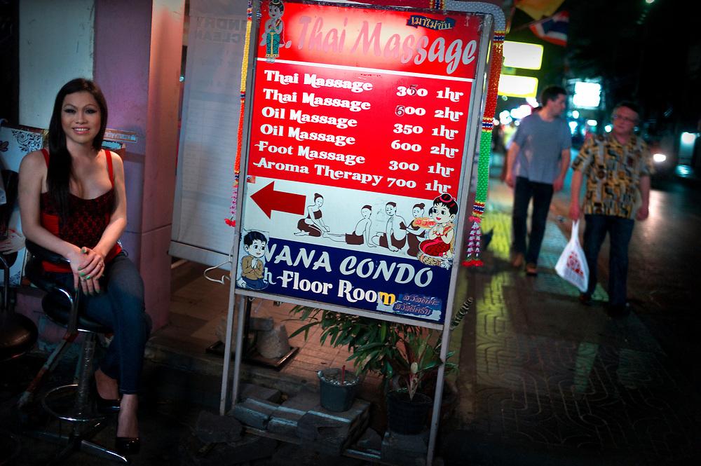 """Bangkok January 2018<br /> """"You want massage from me ?"""" and more ?<br /> Nancy (28) does Thai massage in Bangkok..Sometimes tourists demands a little more, the handjob..She didn't see this as prostitution. <br /> Nana Plaza has still the most ladyboy go go bars and the best ones include Obsession on the ground floor and Temptations and Casanova on the second floorBangkok Janvier 2018<br /> """"Tu veux que je te masse ?"""" et plus ?<br /> Nancy (28 ans) fait du massage thaï à Bangkok...Parfois les touristes demandent un peu plus, la branlette...Elle ne voyait pas ça comme de la prostitution. <br /> Nana Plaza a encore le plus de bars de gogo Bars et le meilleur est l' Obsession au rez-de-chaussée et Temptations et Casanova au deuxième étage."""