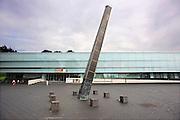 Nederland, Nijmegen, 31-8-2008Gemeentelijk museum het Valkhof. Op de voorgrond de godenpijler, een kunstwerk, gebaseerd op een opgegraven stuk van een Romeinse godenpijler.Foto: Flip Franssen/Hollandse Hoogte