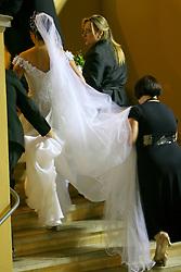 Paula Roussef (32) chega para a cerimônia religiosa que aconteceu às 20h30 desta sexta-feira na igreja São José e contou com a presença do presidente Luiz Inácio Lula da Silva e de pelo menos seis ministros de Estado e oito governadores. FOTO: Jefferson Bernardes / Preview.com