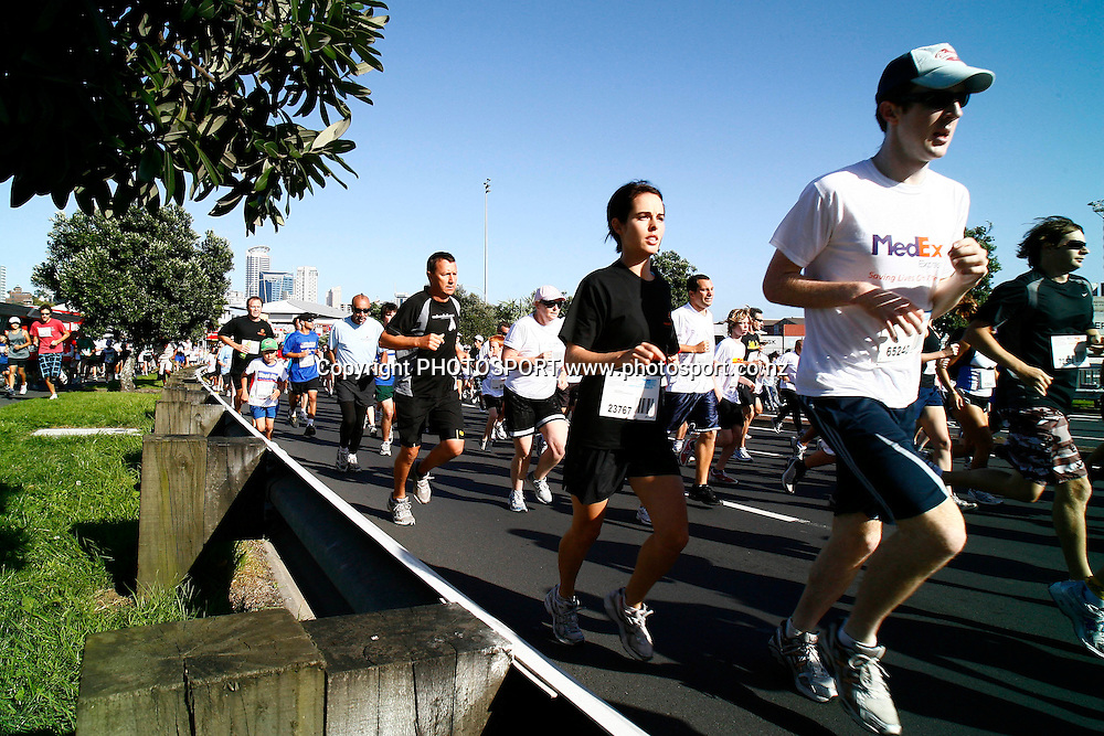 Participants run down Quay Street during the HSBC Round the Bays Fun Run from Auckland City to St. Heliers Bay, Auckland. Sunday 15 March 2009. Photo: Anthony Au-Yeung/PHOTOSPORT