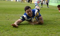 Bath Winger Matt Banahan scores a try. - Photo mandatory by-line: Alex James/JMP - Mobile: 07966 386802 - 23/05/2015 - SPORT - Rugby - Bath - Recreation Ground - Bath v Leicester Tigers - Aviva Premiership Rugby semi-final