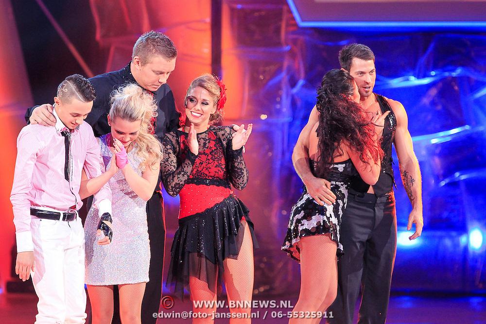 NLD/Hilversum/20130209 - Finale Sterren Dansen op het IJs 2013, wachtend op de uitslag
