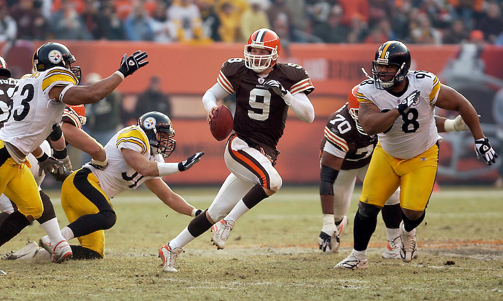 Browns quarterback Charlie Frye scrambles from a pack of Stealers defenders during the third quarter of Saturday's 41-0 loss.