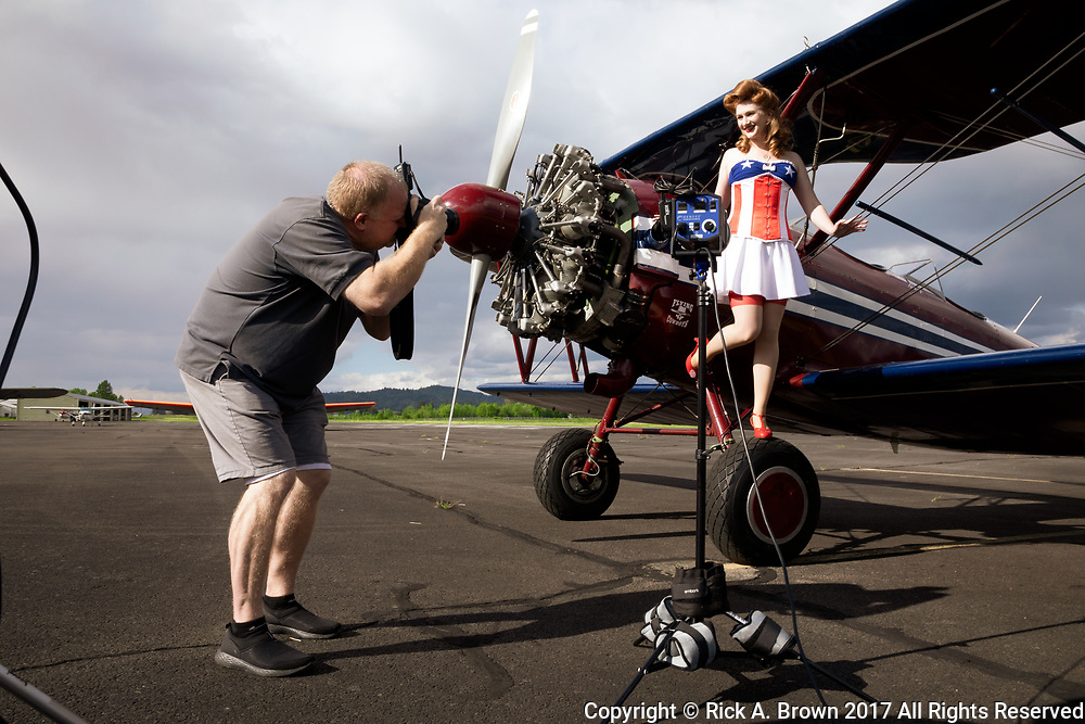 """BTS shot of photographing pinup """"Lacey Lady"""""""