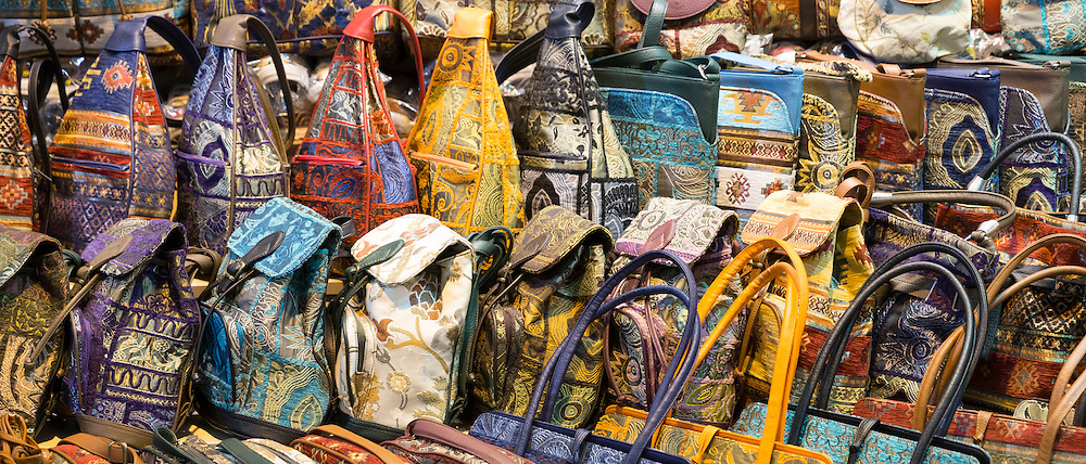 Embroidered handbags in shop in The Grand Bazaar, Kapalicarsi, great market in Beyazi, Istanbul, Turkey