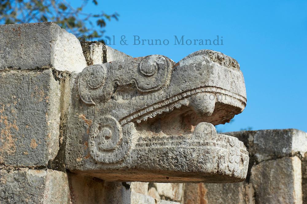 Mexique, Etat du Yucatan, site archeologique de Chichen Itza, Patrimoine Mondial UNESCO, la tete de serpent, anciennes ruines maya // Mexico, Yucatan state, Chichen Itza archeological site, World heritage of UNESCO, the snake head, ancient mayan ruins