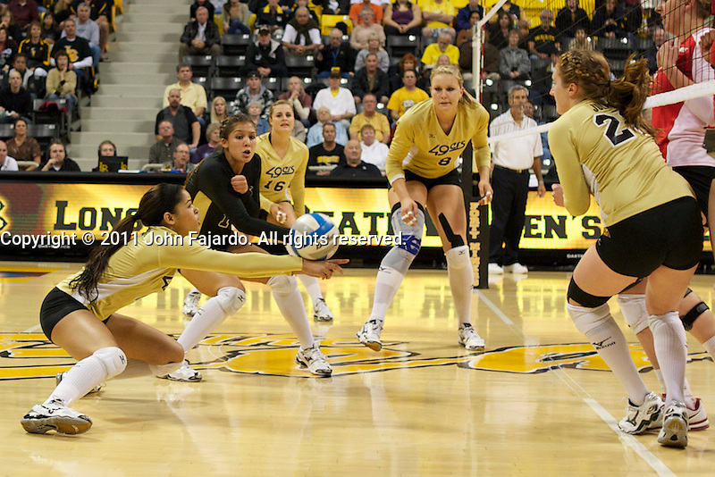 The 49ers gather in the match against New Mexico at the Walther Pyramid, Long Beach, Calif., Sat., Nov. 26, 2011.