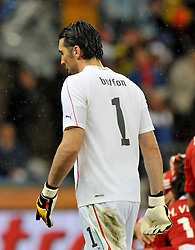 Football - soccer: FIFA World Cup South Africa 2010, Italy (ITA) - Paraguay (PRY), LA DELUSIONE DEL PORTIERE DELL' ITALIA GIANLUIGI BUFFON