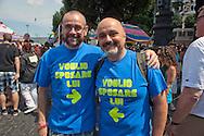 Roma 11 Giugno 2011.EuroPride 2011.La Sfilata del Gay pride, la giornatà dell' orgoglio omossessuale per le vie della città.Coppia Gay