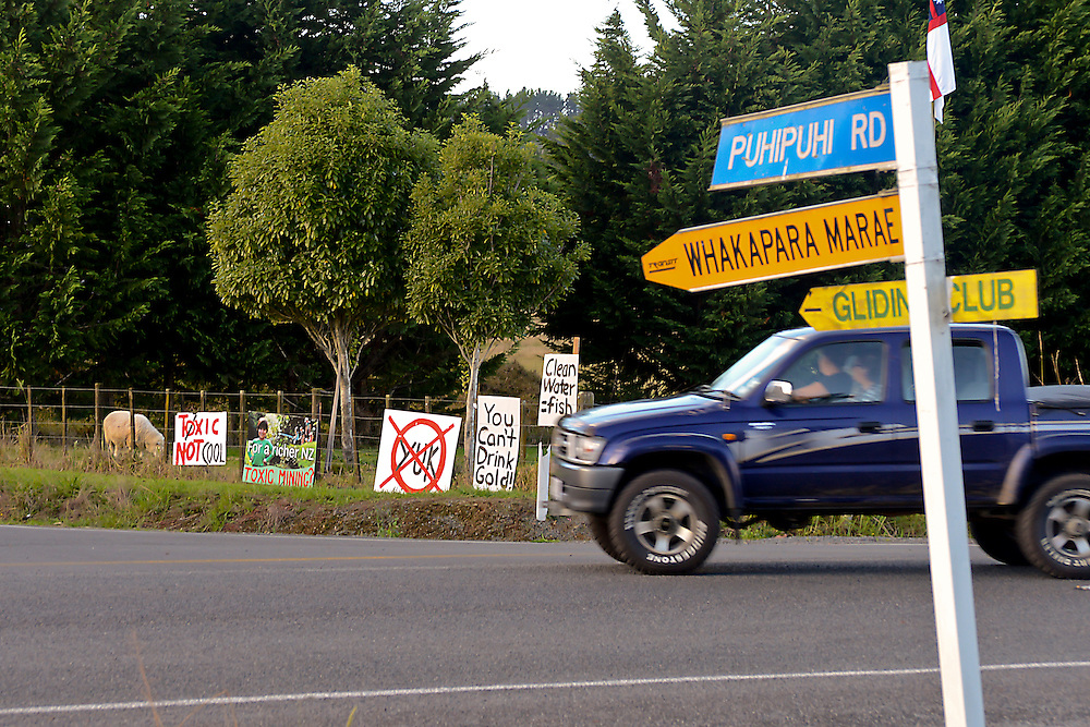 Signs on State Highway One protesting against planned gold prospecting by Australian company De Grey at Puhipuhi, north of Whangarei, New Zealand, Monday April 22, 2013. Credit: SNPA / Malcolm Pullman