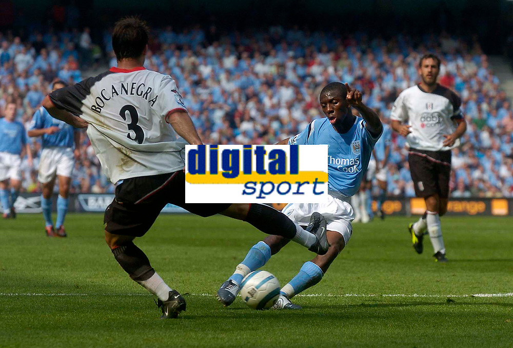Photo. Glyn Thomas.Digitalsport<br /> Manchester City v Fulham. <br /> Barclays Premiership. 14/08/2004.<br /> Man City's Shaun Wright-Phillips (R) sends in a shot despite the efforts of Fulham's Carlos Bocanegra.