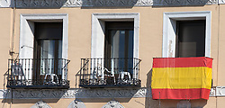 THEMENBILD - Fenster mit einer Fahne. Die Stadt Madrid ist eine der größten Metropolen in Europa. Sie liegt im Zentrum der iberischen Halbinsel und ist Hauptstadt von Spanien. Aufgenommen am 25.03.2016 in Madrid ist Spanien // Madrid is on of the biggest metropolis in Europe. It is located in the center of the Iberian Peninsula and is the capital of Spain. Spain on 2016/03/25. EXPA Pictures © 2016, PhotoCredit: EXPA/ Jakob Gruber