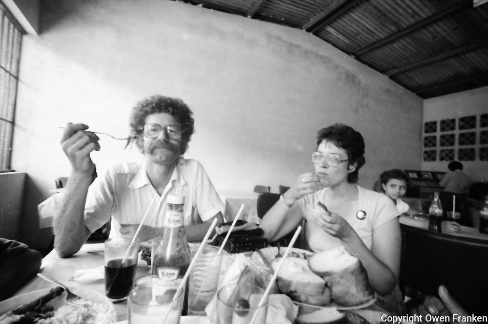 Nicaragua, owen eating