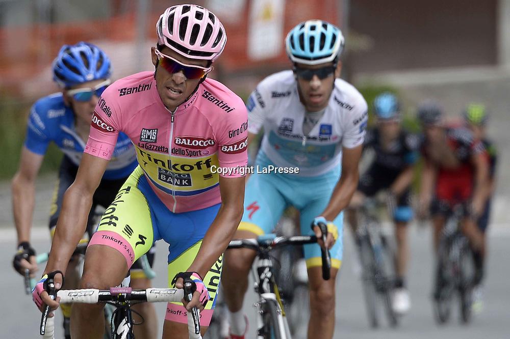 Foto LaPresse - Fabio Ferrari<br /> 29/05/2015 Gravellona Toce ( Italia )<br /> Sport Ciclismo<br /> Giro d'Italia 2015 - 98a edizione - Tappa 19 - da Gravellona Toce a Cervinia - 236,1 Km ( 146,6 Miglia ) <br /> Nella foto:Aru Fabio -Ita- (Astana) vincitore di tappa e Contador Velasco Alberto -Esp- (Tinkoff Saxo) maglia rosa<br /> <br /> Photo LaPresse - Fabio Ferrari<br /> 29 May 2015 Gravellona Toce ( Italy )<br /> Sport Cycling<br /> Giro d'Italia 2015 - 98 edition - stage 19th  - from Gravellona Toce to Cervinia -  Km 236,1 ( 146,6 Miles ) <br /> In the pic: Aru Fabio -Ita- (Astana), Contador Velasco Alberto -Esp- (Tinkoff Saxo)