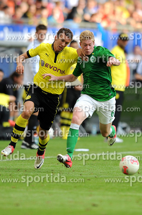 Football: Germany, Liga Total Cup, SV Werder Bremen - BVB Borussia Dortmund..Robert Lewandowski (BVB) - Kevin De Bryne..© pixathlon