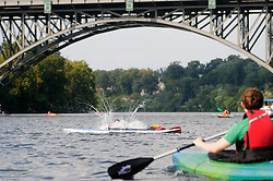 A peddler makes a splash as he falls from his board into the water of the Schuylkill River. (Bastiaan Slabbers/for PhillyVoice)