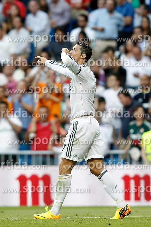 22.09.2013, Estadio Santiago Bernabeu, Madrid, ESP, Primera Division, Real Madrid vs FC Getafe, 5. Runde, im Bild Real Madrid's Cristiano Ronaldo celebrates goal // during the Spanish Primera Division 5th round match between Real Madrid CF and Getafe FC at the Estadio Santiago Bernabeu, Madrid, Spain on 2013/09/22. EXPA Pictures &copy; 2013, PhotoCredit: EXPA/ Alterphotos/ Acero<br /> <br /> ***** ATTENTION - OUT OF ESP and SUI *****
