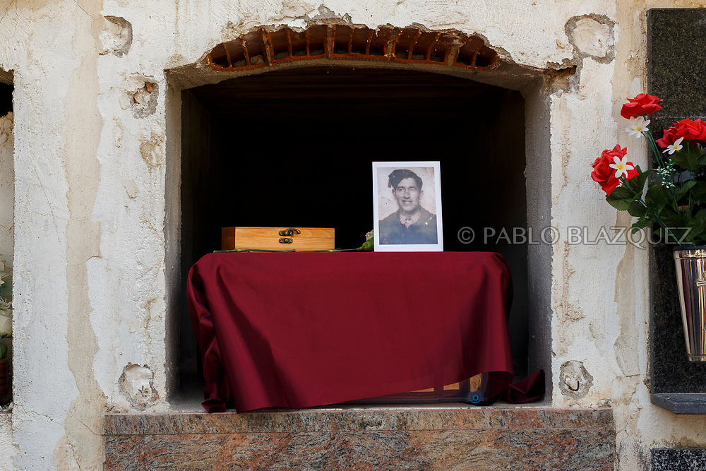 19/05/2018. A picture depicting Valentin Alcantarilla Mercado who was assassinated by dictator Francisco Franco's forces is placed on top of his remains inside a niche during his burial at the cemetery on May 19, 2018 in Sacedon, Guadalajara province, Spain. General Franco's forces killed Timoteo Mendieta and other people between 1939 and 1940 after Spain's Civil War and buried them in mass graves in Guadalajara's cemetery. Argentinian judge Maria Servini used the international human rights law and ordered the exhumation and investigation of Mendieta's mass grave. The exhumation was carried out by Association for the Recovery of Historical Memory (ARMH) recovering 50 bodies from 2 mass graves and identified 24 of them. Spain's Civil War took the lives of thousands of people on both sides, but Franco continued his executions after the war has finished. Spanish governments has never done anything to help the victims of the Civil War and Franco's dictatorship while there are still thousands of people missing in mass graves around the country. (© Pablo Blazquez)