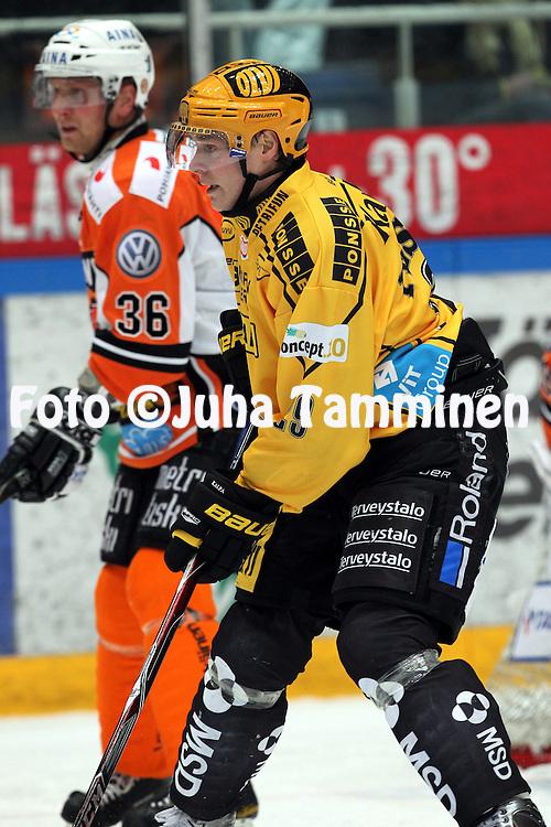 07.12.2010, H?meenlinna..J??kiekon SM-liiga 2010-11. .HPK - KalPa..Jussi Pesonen - KalPa.©Juha Tamminen.