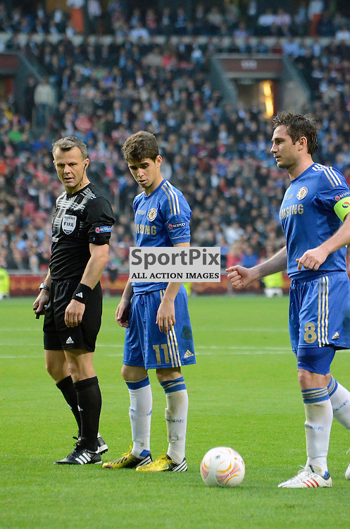 Oscar anbd Frank Lampard stand over the ball. (c) Michael Hulf | StockPix.eu