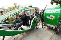 """01 AUG 2005, BERLIN/GERMANY:<br /> Fritz Kuhn (L), MdB, B90/Gruene, Wahlkampfmanager, und Reinhard Buetikofer (R), B90/Gruene, Bundesvorsitzender, fahren mit einem Velotaxi, Eroeffnung der Waehlbar von Buendnis 90 / Die Grünen, dem """"Hotspot des gruenen Hauptstadtwahlkampfes"""", eine Freiluft Bar mit politischen Informationsprogramm, Oranienburger Strasse <br /> IMAGE: 20050801-01-015<br /> KEYWORDS: Wählbar, Bündnis 90/Die Grünen, Reinhard Bütikofer"""