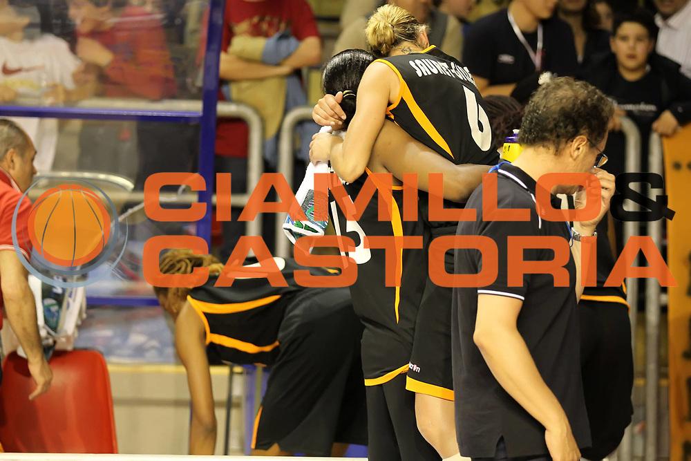 DESCRIZIONE : Taranto Lega A1 Femminile 2009-10 Play Off Finale Gara 3<br /> Cras Basket Taranto Famila Wuber Schio<br /> GIOCATORE : Nicole Antibe Audrey Gillespie Sauret<br /> SQUADRA : Cras Basket Taranto Famila Wuber Schio<br /> EVENTO : Campionato Lega A1 Femminile 2009-2010<br /> GARA : Cras Basket Taranto Famila Wuber Schio<br /> DATA : 11/05/2010<br /> CATEGORIA : esultanza<br /> SPORT : Pallacanestro<br /> AUTORE : Agenzia Ciamillo-Castoria/ElioCastoria<br /> Galleria : Lega Basket Femminile 2009-2010<br /> Fotonotizia : Taranto Campionato Italiano Femminile Lega A1 2009-2010 Play Off Finale Gara 3 Cras Basket Taranto Famila Wuber Schio<br /> Predefinita :