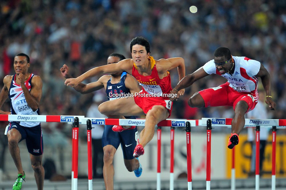 (L to R) Liu Xiang (CHN), Dayron Robles (CUB), AUGUST 29, 2011 - Athletics :The 13th IAAF World Championships in Athletics - Daegu 2011, Men's 110m Hurdles Final at the Daegu Stadium, Daegu, Korea. (Photo by Jun Tsukida/AFLO SPORT) [0003]