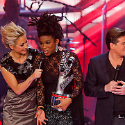 NLD/Hilversum/20121214 - Finale The Voice of Holland 2012, winnares Leona Phillipo