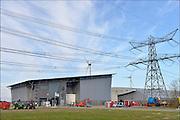 Nederland, Groningen, 15-4-2015In de Eemshaven wordt veel elektriciteit geproduceerd. Hoogspaninngsmasten en een verdeelstation brengen deze verder het land in. Het nieuwe kantoor van Tennet.FOTO: FLIP FRANSSEN/ HOLLANDSE HOOGTE