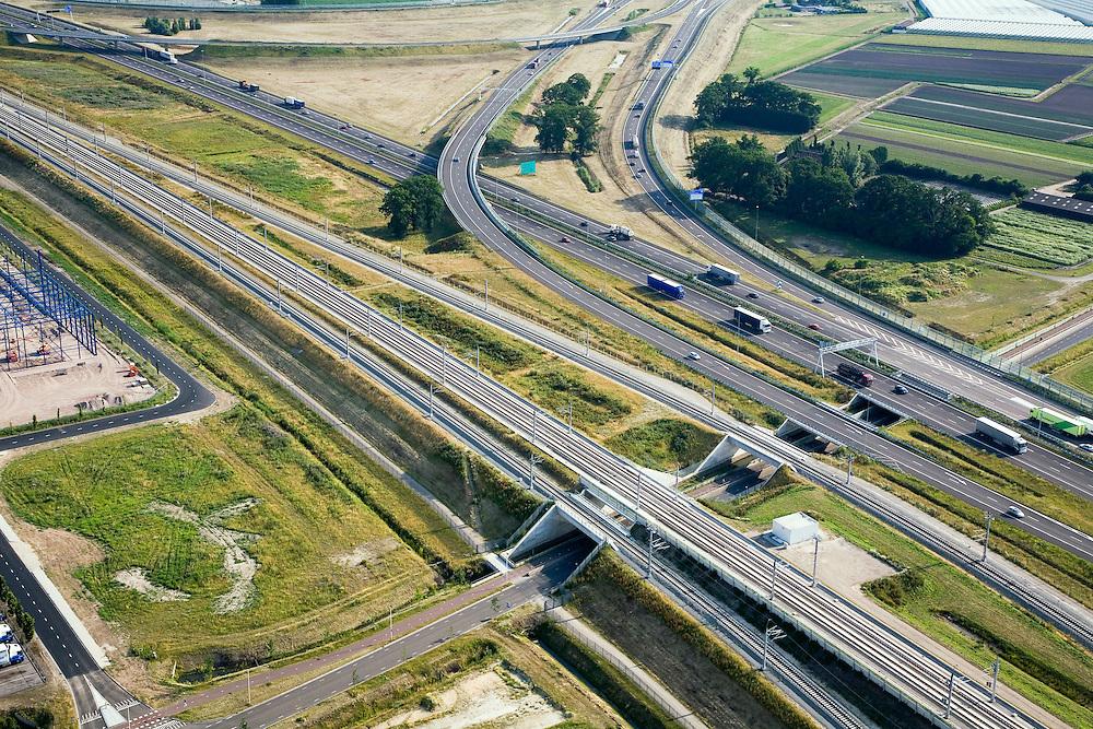 Nederland, Breda, Princeville, 04-07-2006;  infrastructuur bundel: onder in beeld de HSL, daar boven de A16 en de verschillende afslagen van de autosnelweg die het knooppunt Princeville vormen; het hoofdspoor van de HSheeft twee verbindingen met het gewone spoor (in- respectievelijk uittakkingen), richting station Breda; deze verbindingsbogen zullen door shuttle treinen gebruikt gaan worden (van en naar Antwerpen); bovenleiding, viaduct, transport, infrastructuur, verkeer en vervoer, mobiliteit, hogesnelheidslijn, spoor, rail, HSL, TGV, planologie, ruimtelijke ordening, landschap;;zie ook andere foto's van deze lokatie (lucht en panorama); deevan de serie Panorama Nederland; luchtfoto (toeslag); aerial photo (additional fee required); .foto Siebe Swart / photo Siebe Swart