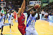DESCRIZIONE : LegaBasket Serie A 2013-14 Dinamo Banco di Sardegna Sassari - Grissin Bon Reggio Emilia<br /> GIOCATORE : Omar Thomas<br /> CATEGORIA : Tiro Penetrazione<br /> SQUADRA :  Dinamo Banco di Sardegna Sassari<br /> EVENTO : Campionato Serie A 2013-14<br /> GARA : Dinamo Banco di Sardegna Sassari - Grissin Bon Reggio Emilia<br /> DATA : 08/12/2013<br /> SPORT : Pallacanestro <br /> AUTORE : Agenzia Ciamillo-Castoria / M.Turrini<br /> Galleria : Lega Basket Serie A Beko 2013-2014  <br /> Fotonotizia : LegaBasket Serie A 2013-14 Dinamo Banco di Sardegna Sassari - Grissin Bon Reggio Emilia<br /> Predefinita :