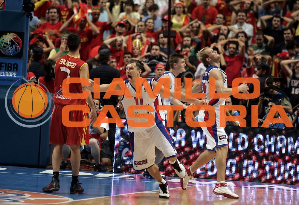DESCRIZIONE : Madrid Spagna Spain Eurobasket Men 2007 Finals Finale Spagna Russia Spain Russia<br /> GIOCATORE : Zakhar Pashutin<br /> SQUADRA : Russia Russia<br /> EVENTO : Eurobasket Men 2007 Campionati Europei Uomini 2007 <br /> GARA : Spagna Russia Spain Russia<br /> DATA : 16/09/2007 <br /> CATEGORIA : Esultanza<br /> SPORT : Pallacanestro <br /> AUTORE : Ciamillo&amp;Castoria/H.Bellenger<br /> Galleria : Eurobasket Men 2007 <br /> Fotonotizia : Madrid Spagna Spain Eurobasket Men 2007 Finals Finale Spagna Russia Spain Russia<br /> Predefinita :