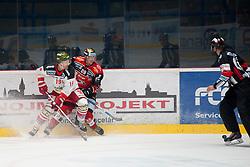 25.09.2016, Ice Rink, Znojmo, CZE, EBEL, HC Orli Znojmo vs HCB Suedtirol Alperia, 4. Runde, im Bild v.l. Dennis Kearney (HCB Sudtirol) Marek Biro (HC Orli Znojmo) // during the Erste Bank Icehockey League 4th Round match between HC Orli Znojmo and HCB Suedtirol Alperia at the Ice Rink in Znojmo, Czech Republic on 2016/09/25. EXPA Pictures © 2016, PhotoCredit: EXPA/ Rostislav Pfeffer