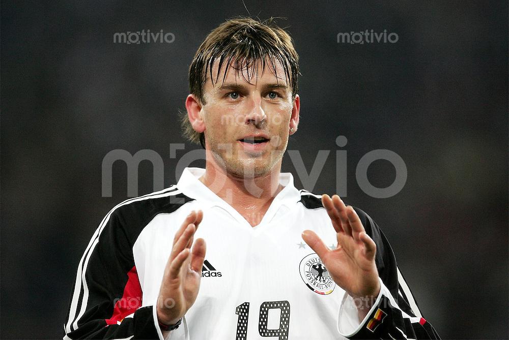 Fussball  Deutsche Nationalmannschaft  Saison 2004/2005    Bernd SCHNEIDER, gestik deutscher Nationalspieler