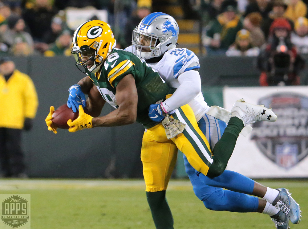 Green Bay Packers wide receiver Randall Cobb (18) hauls in a 4th quarter pass while defended by Detroit Lions cornerback Quandre Diggs (28).<br /> The Green Bay Packers hosted the Detroit Lions at Lambeau Field Monday, Nov. 6, 2017. STEVE APPS FOR THE STATE JOURNAL.