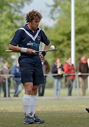 08-05-2005 HOCHEY: PINOKE-AMSTERDAM: AMSTELVEEN<br /> Amsterdam wint met 4-3 van Pinoke. Pinoke speelt door deze uitslag play out wedstrijden. - Daan Meurer (l) <br /> ©2005-WWW.FOTOHOOGENDOORN.NL
