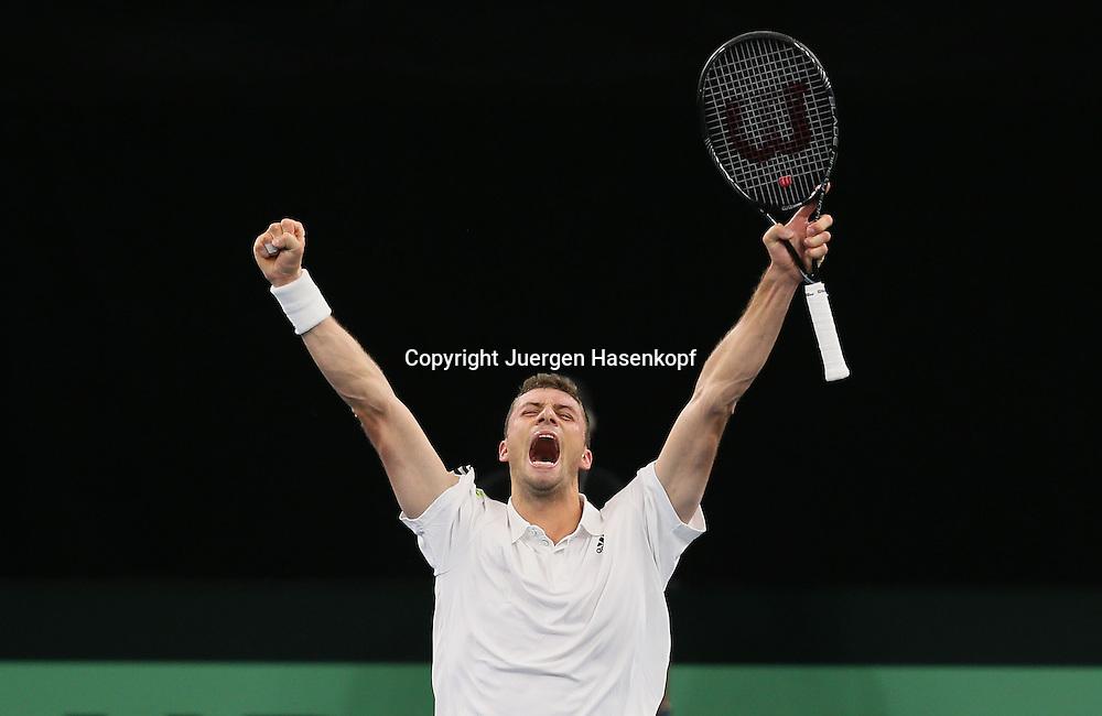 Davis Cup Deutschland gegen Brazilien in Ulm, ITF HerrenTennis Turnier,<br /> Daniel Brands (GER) streckt die Arme hoch und jubelt,Jubel,Emotion,Freude,<br /> Einzelbild,Halbkoerper,Querformat,