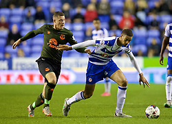 READING, ENGLAND - Tuesday, September 22, 2015: Everton's Ross Barkley in action against Reading's captain Michael Hector during the Football League Cup 3rd Round match at the Madejski Stadium. (Pic by David Rawcliffe/Propaganda)