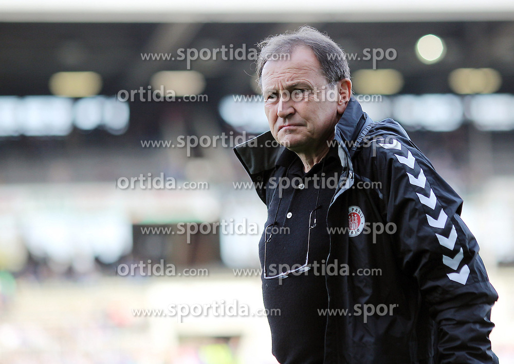 10.04.2015, Wildparkstadion, Karlsruhe, GER, 2. FBL, Karlsruher SC vs FC St. Pauli, 28. Runde, im Bild Ewald Lienen (Trainer/FC St. Pauli) // during the 2nd German Bundesliga 28th round match between Karlsruher SC and FC St. Pauli at the Wildparkstadion in Karlsruhe, Germany on 2015/04/10. EXPA Pictures &copy; 2015, PhotoCredit: EXPA/ Eibner-Pressefoto/ Bermel<br /> <br /> *****ATTENTION - OUT of GER*****