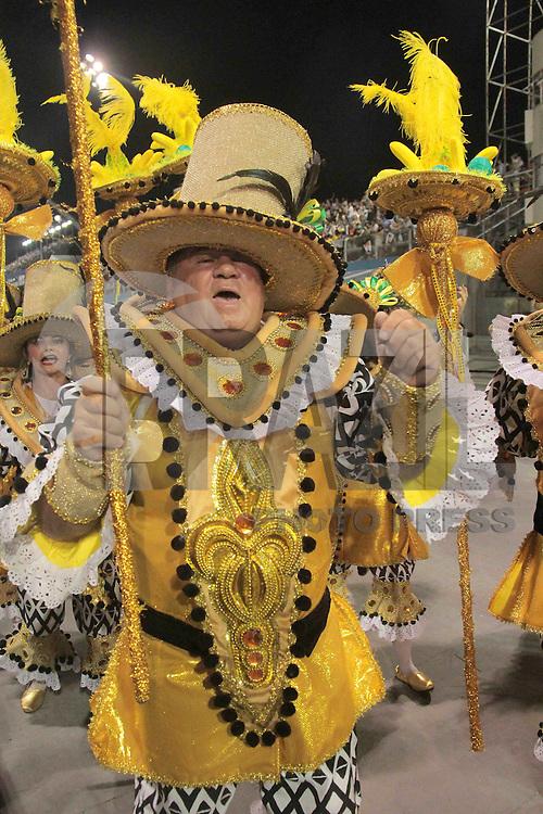 SÃO PAULO,SP, 07.02.2016  CARNAVALSP  Integrantes da escola de samba VaiVai  durante segundo dia de desfiles do grupo especial do Carnaval de São Paulo no  Sambódromo do Anhembi na região norte da capital paulista na madrugada deste domingo,  07. (Foto: Marcio Ribeiro/ Brazil Photo Press/Folhapress)