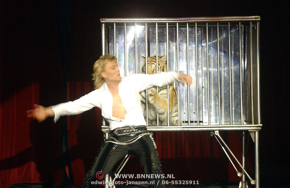 Russisch Kerstcircus 2003, Hans Klok en tijger