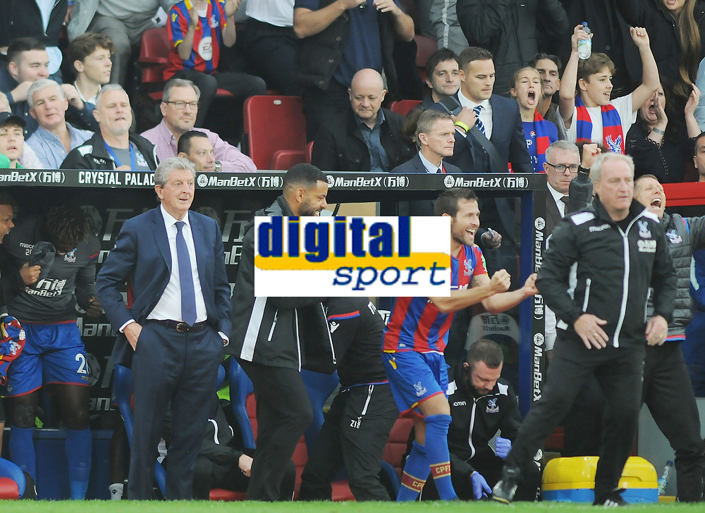 Football - 2017 / 2018 Premier League - Crystal Palace vs. Chsela<br /> <br /> The final whistle - Yohan Cabaye celebrates with palace manager Roy Hodgson (left) at Selhurst Park.<br /> <br /> COLORSPORT/ANDREW COWIE