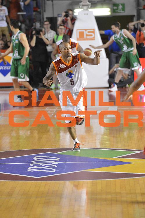 DESCRIZIONE : Roma Lega A 2012-2013 Acea Roma Montepaschi Siena  playoff finale gara 2<br /> GIOCATORE : Phil Goss<br /> CATEGORIA : Esultanza<br /> SQUADRA : Acea Roma<br /> EVENTO : Campionato Lega A 2012-2013 playoff finale gara 2<br /> GARA : Acea Roma Montepaschi Siena <br /> DATA : 13/06/2013<br /> SPORT : Pallacanestro <br /> AUTORE : Agenzia Ciamillo-Castoria/GiulioCiamillo<br /> Galleria : Lega Basket A 2012-2013  <br /> Fotonotizia : Roma Lega A 2012-2013 Acea Roma Montepaschi Siena  playoff finale gara 2