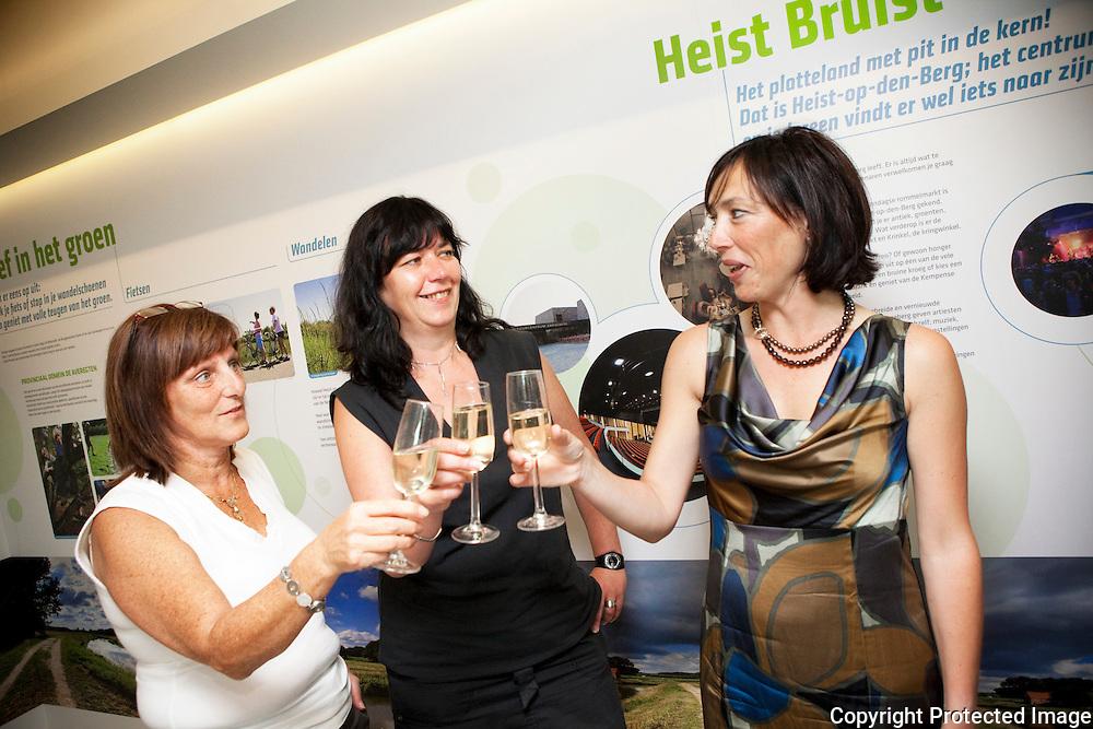 358786-opening nieuw toeristisch infokantoor-postweg 6 heist-Anita Weuts, Christine De Ceuster en Anja Van Dijck
